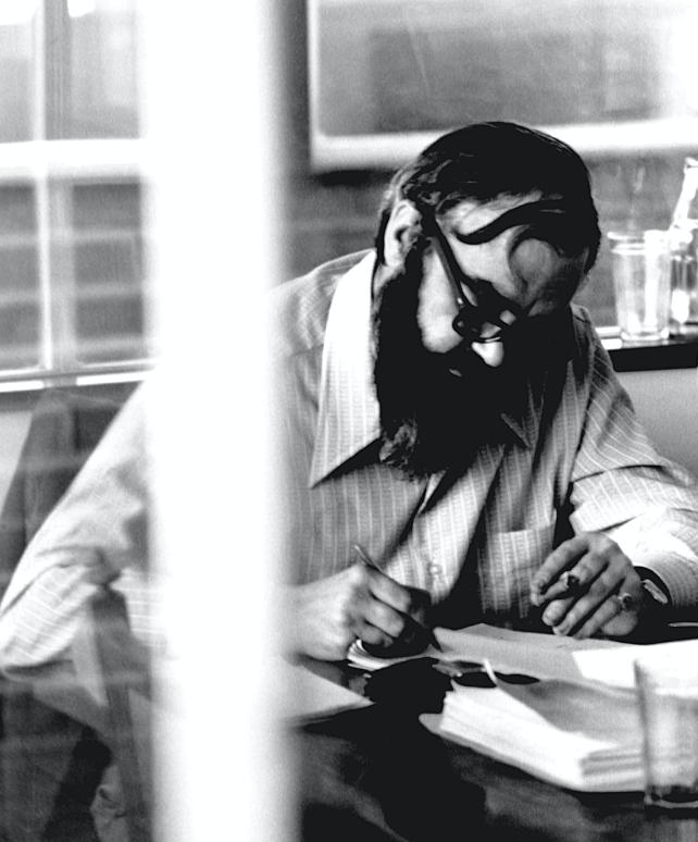 Stafford Beer at his office in Santiago, Chile, 1972. Credits : Gui Bonsiepe, 2006